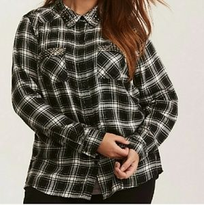 Plaid button dowm with metal